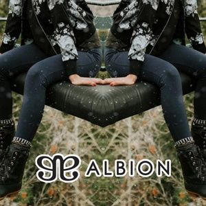 Albion Fit • High-Waisted Indigo Leggings • SZ XL